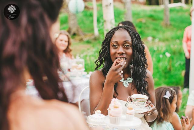 © fotograf satu knape 2014 tea party sockerrus utomhus tårtor fotografering mat fest linköping östergötland