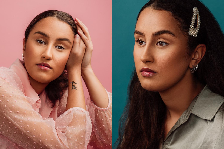 Porträtt av ung kvinna i studion mot färggranna bakgrunder.Fotograferat av Satu Knape, fotograf i Linköping
