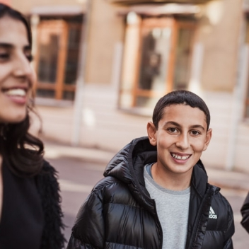 Porträtt av ungdomar på stan i reklamkampanj för folktandvården. Fotograferade av Satu Knape fotograf i Linköping
