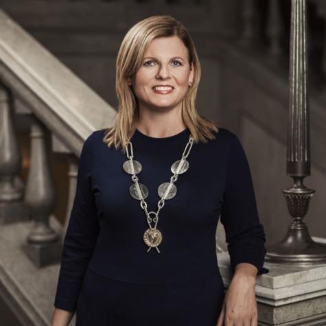 Porträtt av Linköpings Borgmästare fotograferat i trappan inne i Linköpings stadshus av Satu Knape Fotograf i Linköping